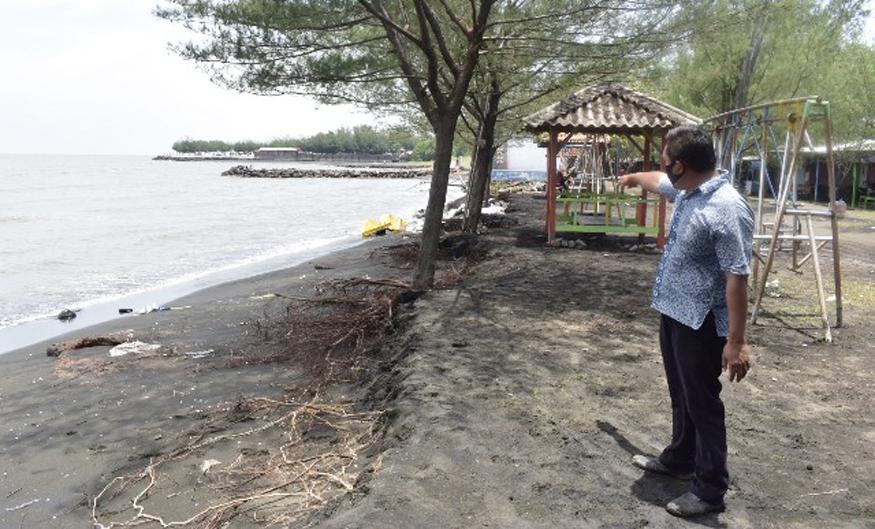 Wisata Pantai Sendang Sikucing Kendal Diterjang Abrasi