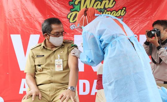 Bupati Orang Pertama di Blora yang Disuntik Vaksin Covid-19