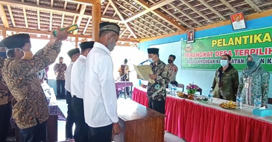 Kades Sulasno Lantik Tiga Perangkat Desa Kawengan