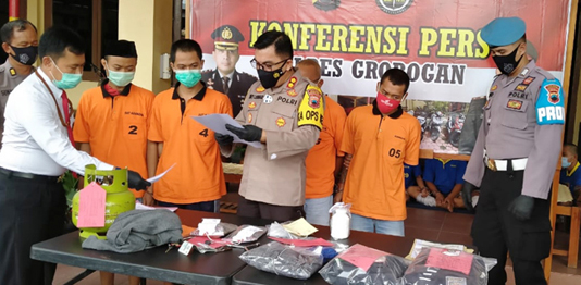 Konsumsi Ganja di Kamar, Oknum Kades Karangpaing Diringkus Polisi