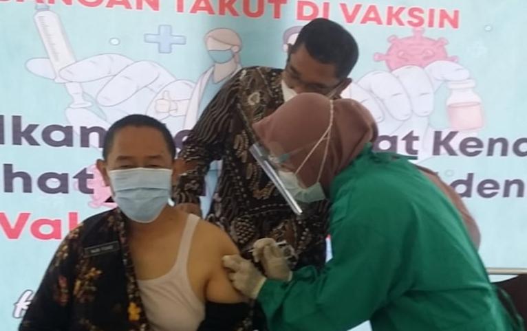 Kendal Laksanakan Vaksinasi Tahap Dua