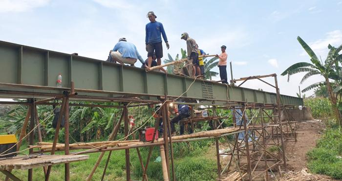 Warga Montongsari, Kendal Swadaya Bangun Jembatan Senilai Satu Milyar Rupiah